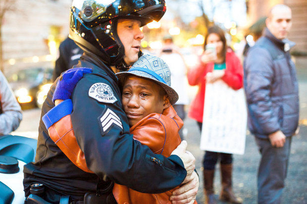 thinkhurt.com_Cop_hugs_boy_at_ferguson_protest_oregon