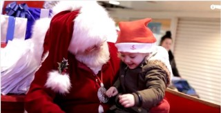Santa sign language_Santa_Sign_Language_Little_Girl_Christmas_thinkhurt.com